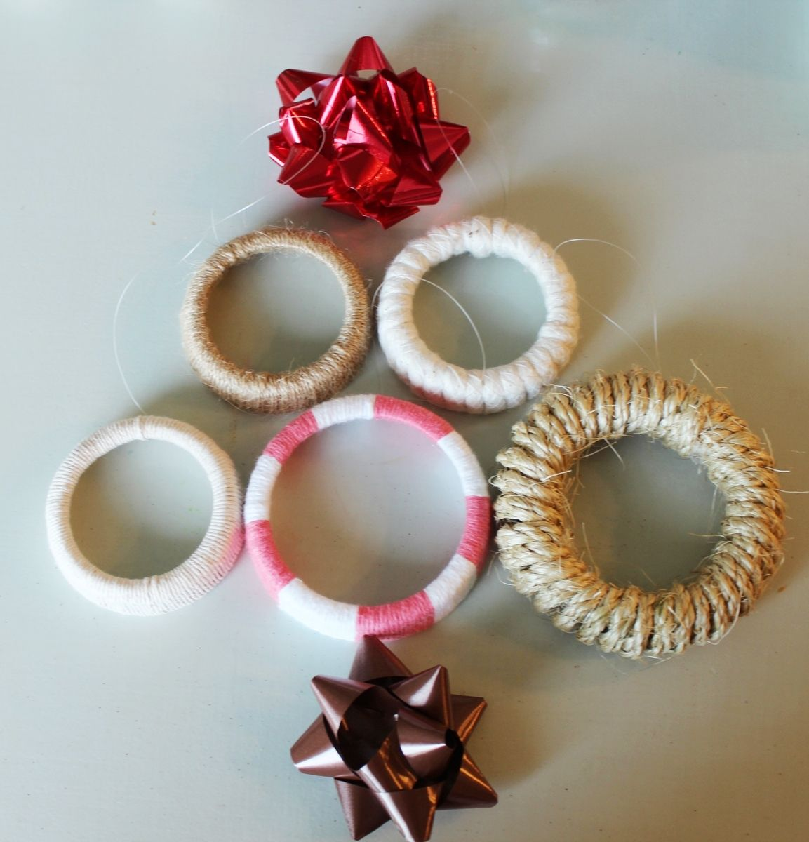 DIY Mason Jar Lid Wreaths to decorate the Tree