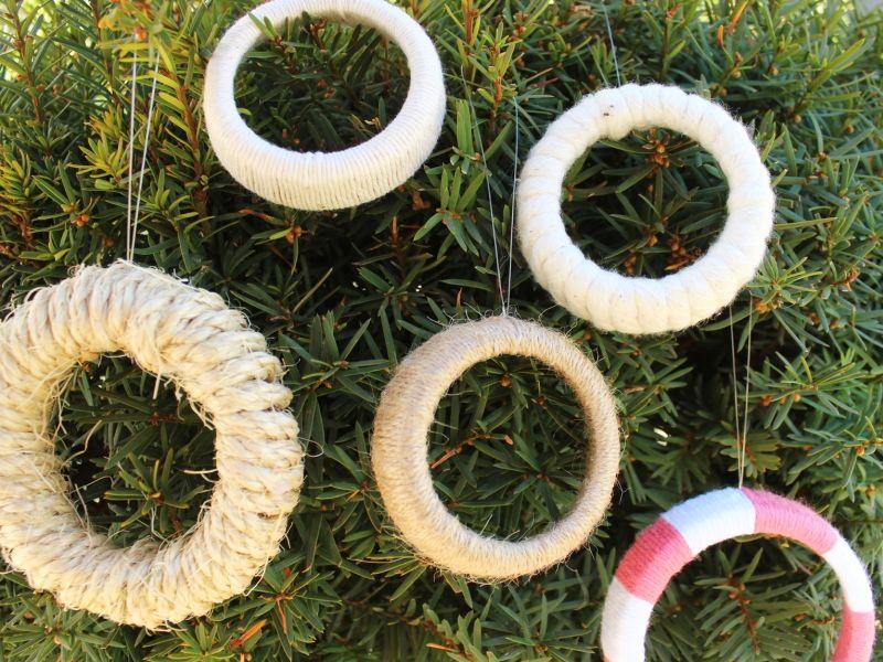 Easy Mason Jar Lid Wreaths