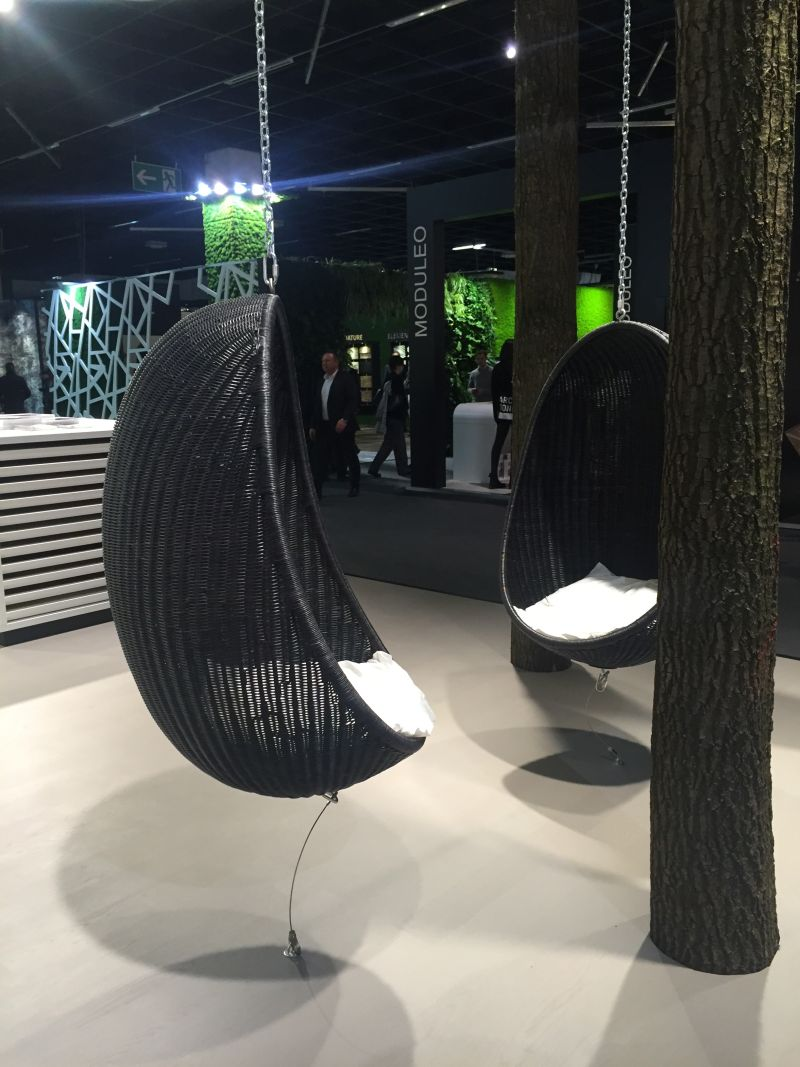 Hanging chair from Bauwerk