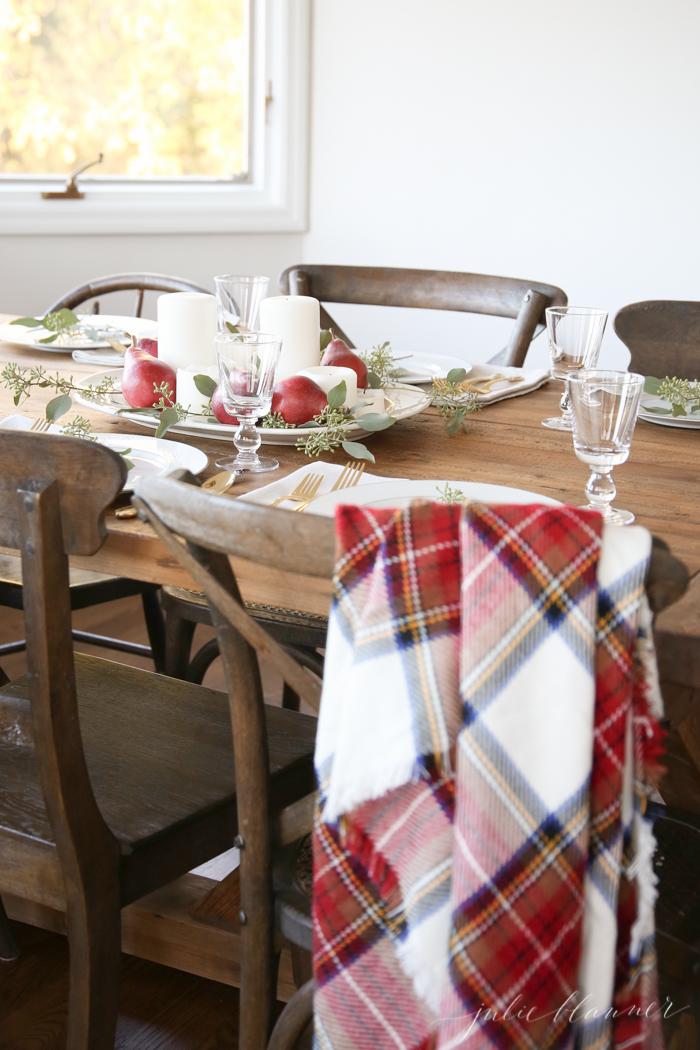 Last minute thanksgiving table decor for dinner