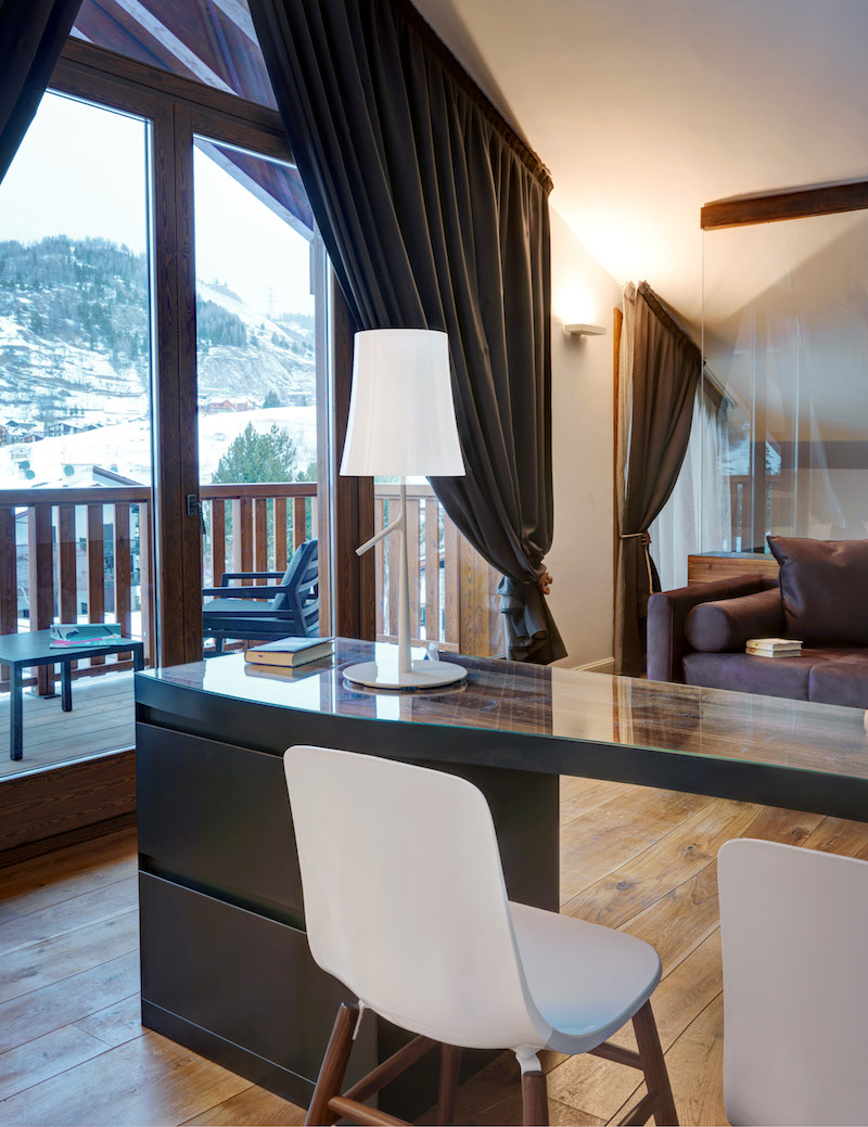 Nira Montana hotel desk and terrace