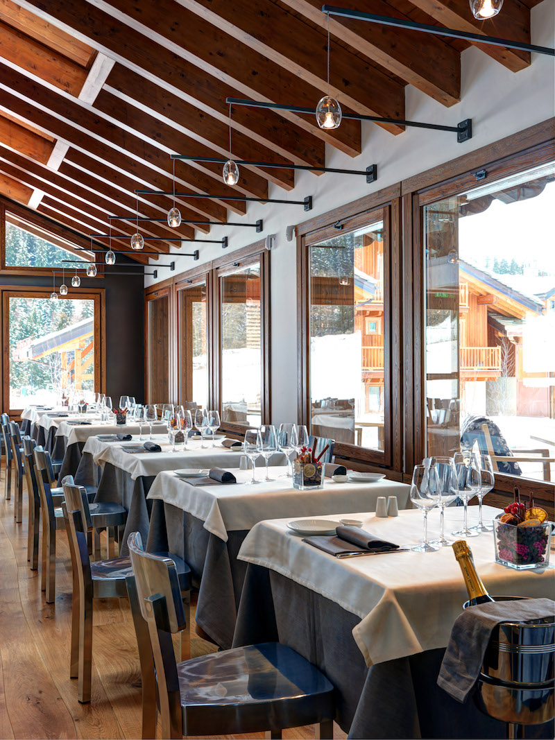 Nira Montana hotel dining tables