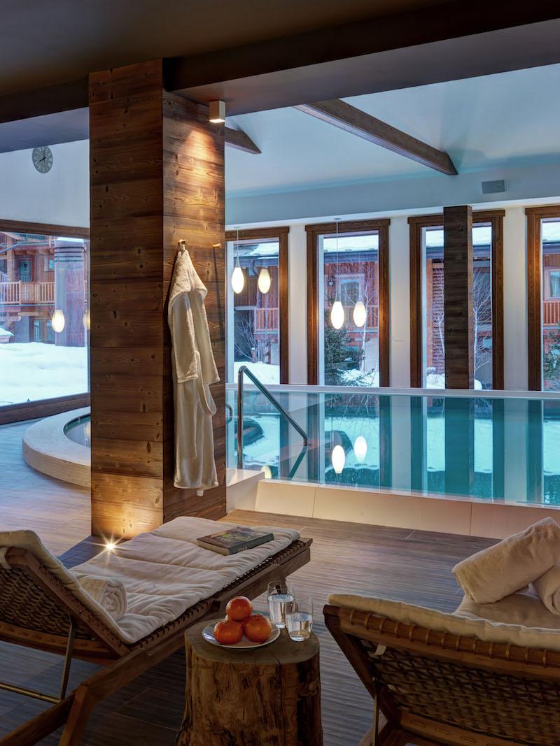 Nira Montana hotel swimming pool