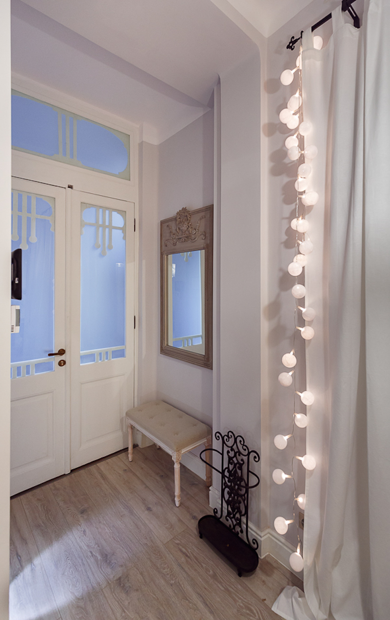 Poem Boem apartment hallway lighting