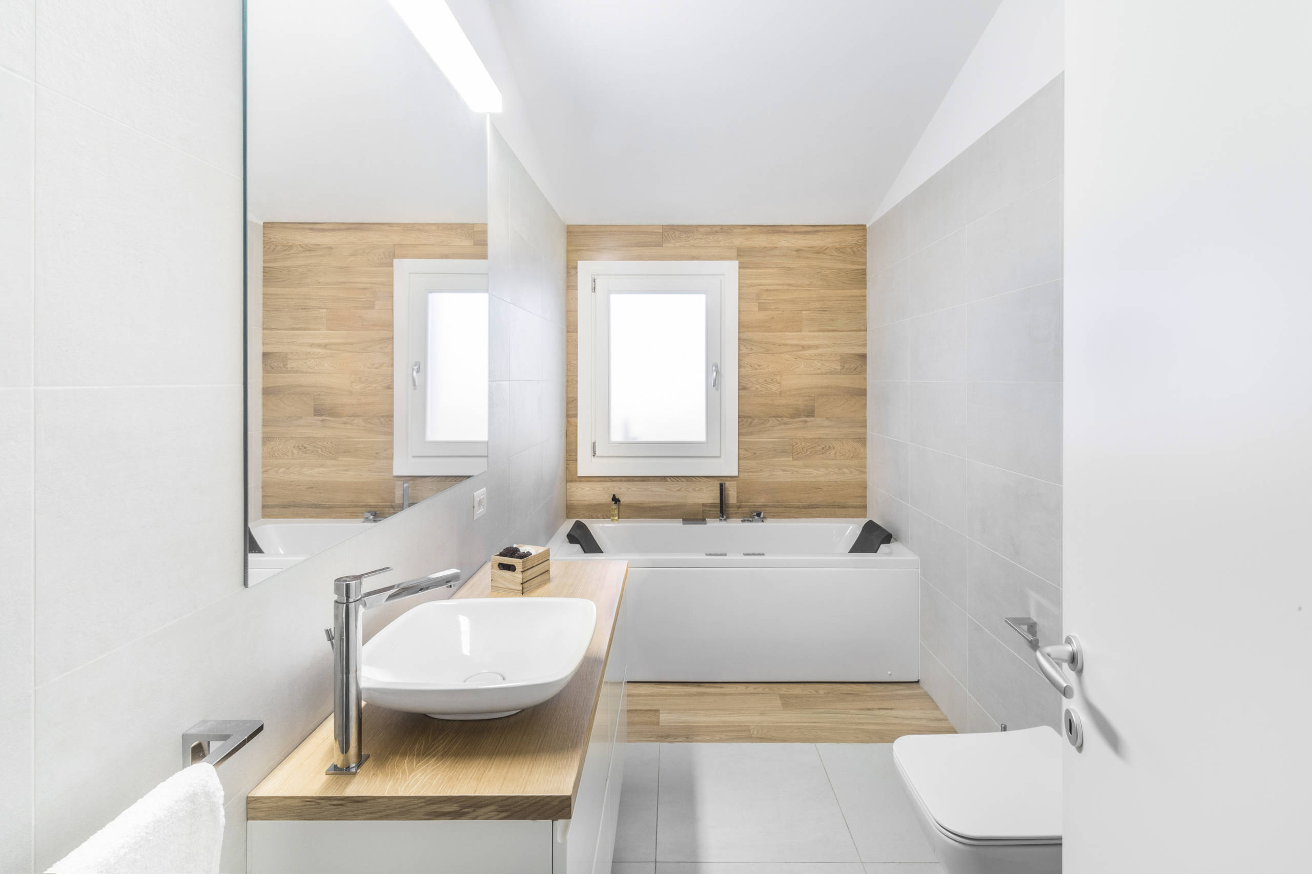 15 Wood Tile Showers For Your Bathroom