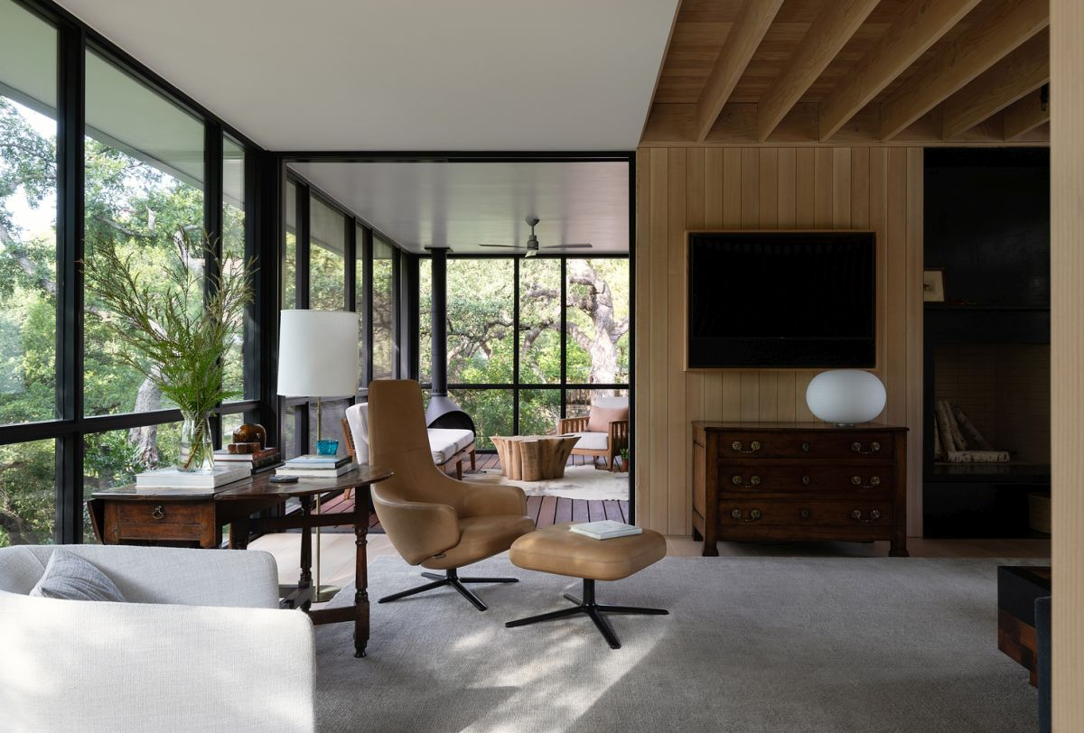 The living areas have full-height windows which expose them to the beautiful views and the surrounding landscape