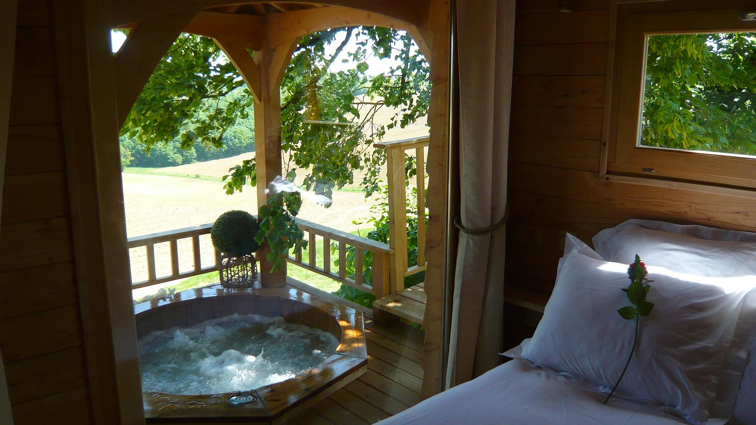 Romantic Treehouse With Hot Tub 12 Feet Off The Ground