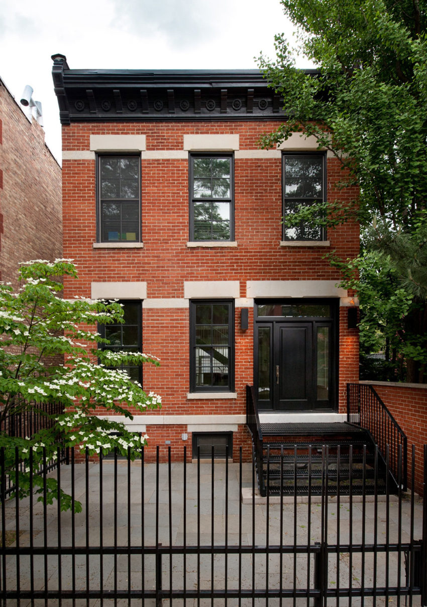 A Renovated Brownstone In Lincoln Park