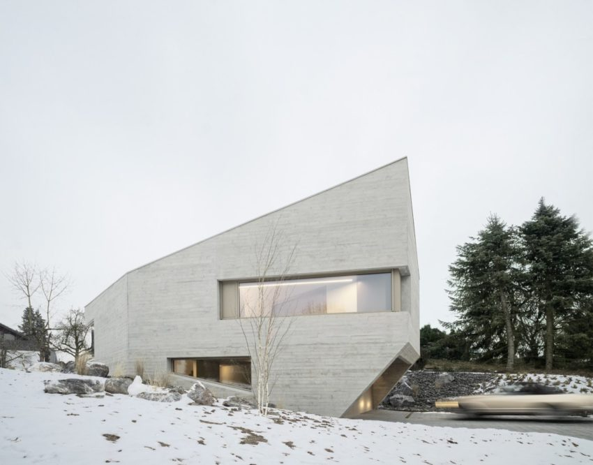 E20 House 01 850x666 Imposing Residence in a Quiet Street by Steimle Arhitekten
