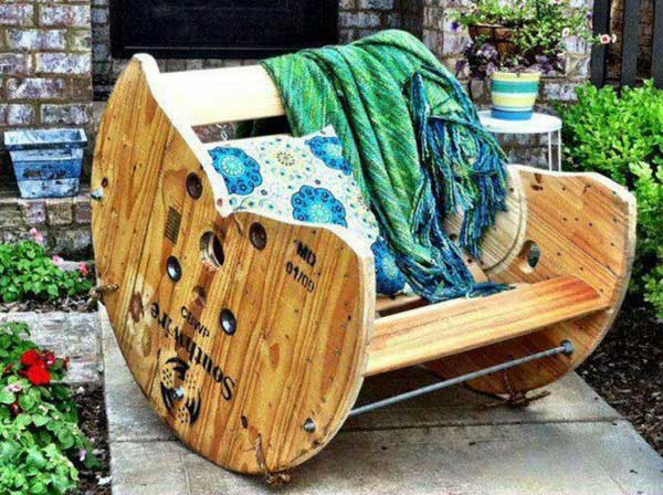 37 Insanely Creative DIY Backyard Furniture Ideas That Everyone Should Pursue homesthetics decor (6)