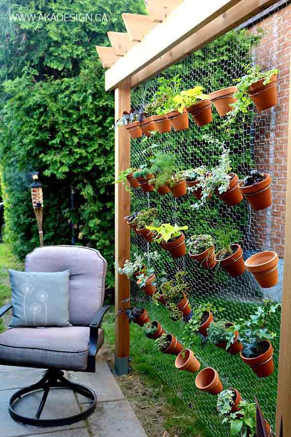 26 Beautiful Simple and Inexpensive Garden Projects Realized With Clay Pots homesthetics decor ideas (17)