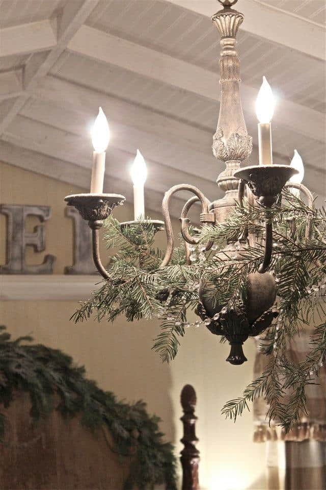 17 Gorgeous Christmas Chandelier For A Yuletide Home Decor 15