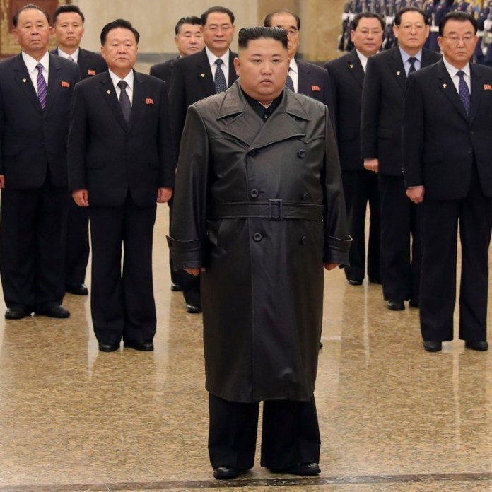 North Korea: Kim Jong-un makes first public appearance in 22 days ...