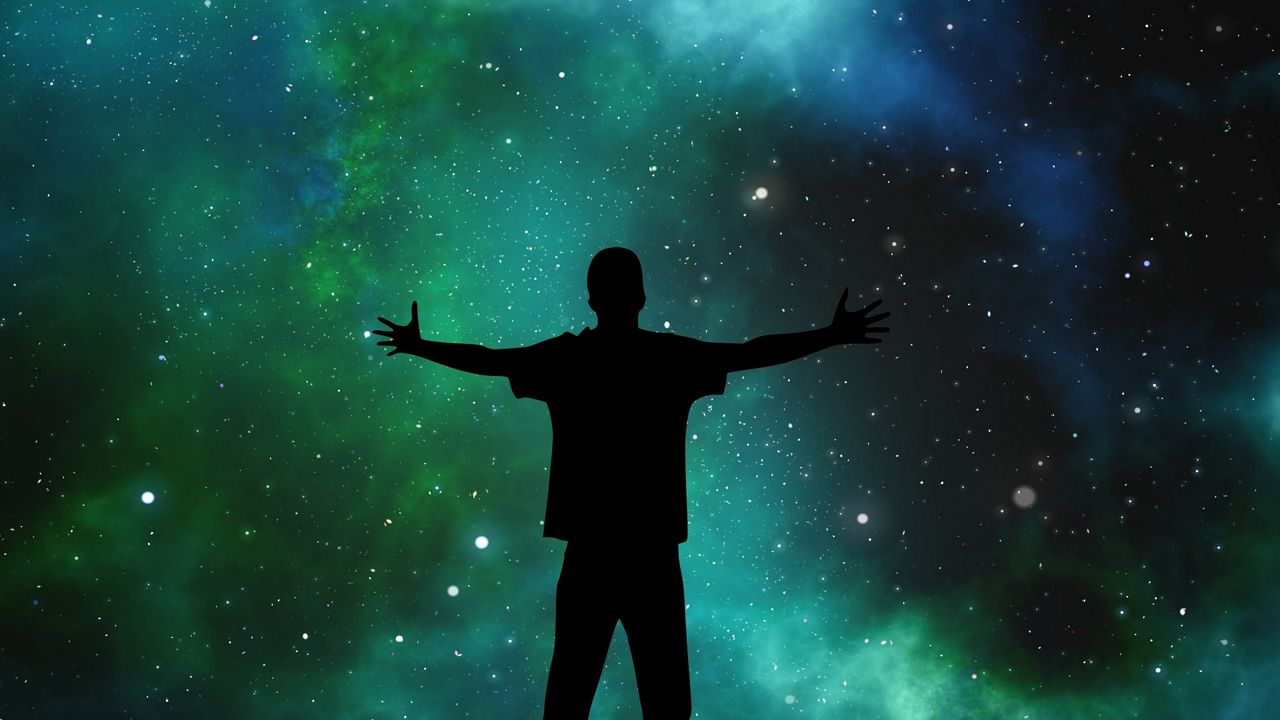 13 وثائقيًا عن الكون يجب ألا تفوت مشاهدتهم – إضاءات