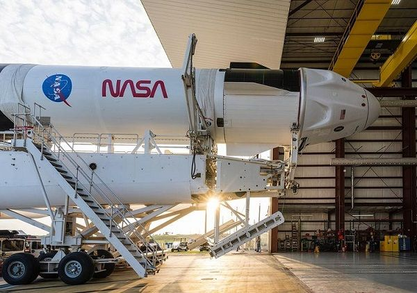 For the Sake of Bringing Humans to the Moon, NASA Shows SpaceX