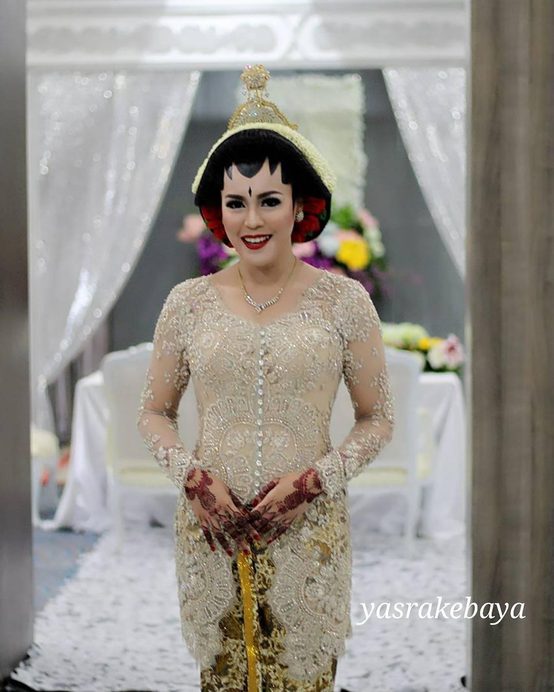 14 Inspirasi Tampil Ningrat Dengan Pernikahan Adat Jawa