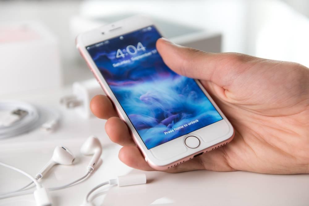 Iphone 7 Anna Hoychuk Shutterstock