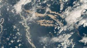 The forest of Peru shines with gold in this amazing photo from the ISS