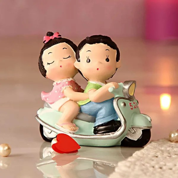 Cute Couple On Scooter Gift Send Home And Living Gifts Online L11024198 Igp Com