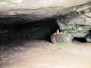 日蓮洞窟の入り口付近