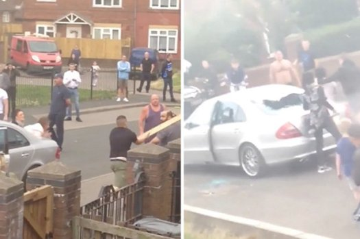 Mob greift Autofahrer an