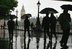 UK weather: Met Office issue heavy rain warnings as downpours set to hit the UK this week Latest News
