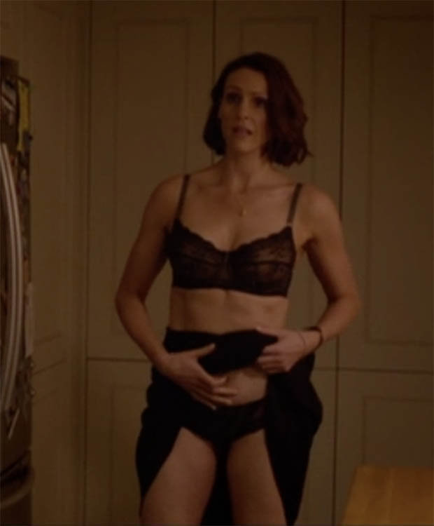 Doctor Foster\u0026#39;s Suranne Jones strips naked for kitchen