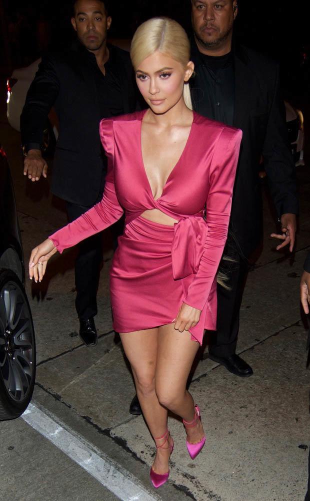 Kylie Jenner konkurriert mit Kendalls 21. Geburtstag Outfit mit ... 50213615b7