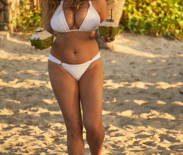 Kelly Brook Bikini Photo