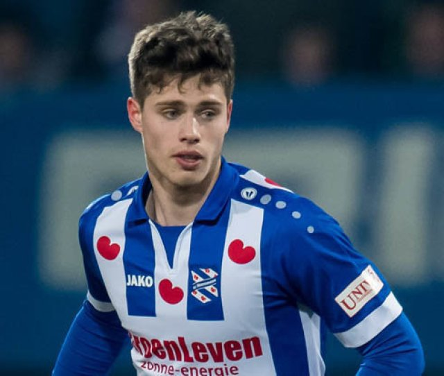 Man Utd Set To Battle Man City For Eredivisie Sensation Kik Pierie