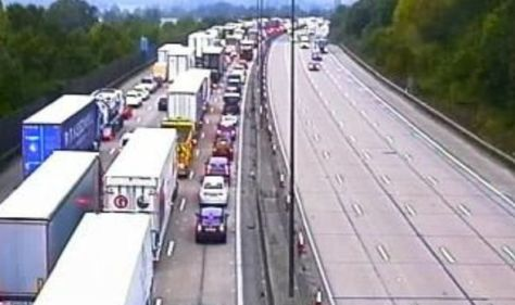 M25 CLOSED: Huge delays on stretch of motorway throughout morning rush hour