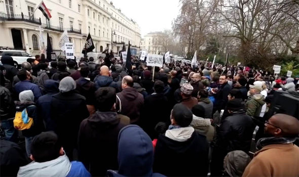 Huge crowds in Belgrave Sqaure