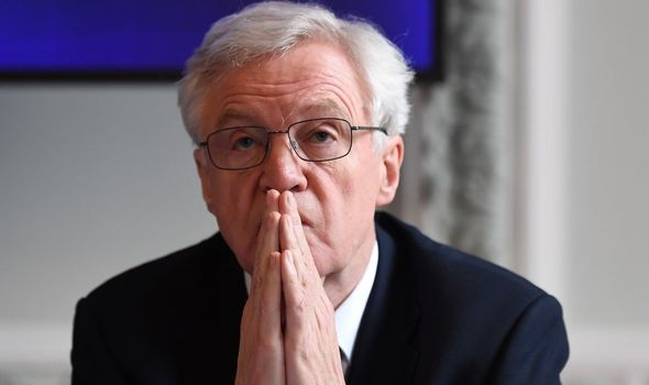UK news: David Davis is threatening to lead a revolt