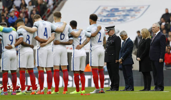 England players observing the minute of silence