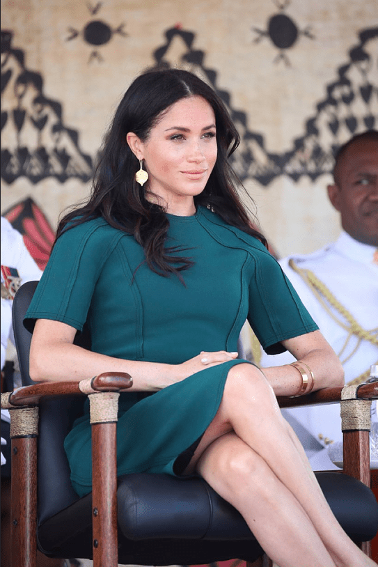 meghan Markle self portrait dress, meghan markle red dress, meghan markle dress, meghan markle tonga, meghan markle prince harry royal tour, meghan ma