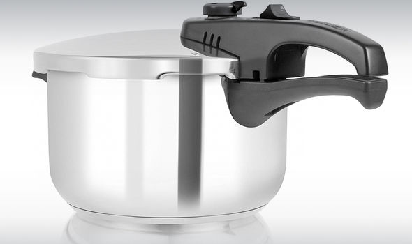 Tower T80245 Pressure Cooker with Steamer Basket