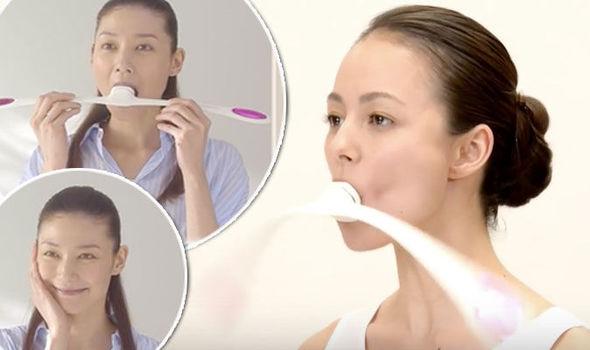Modeller som försöker Facial Fitness PAO