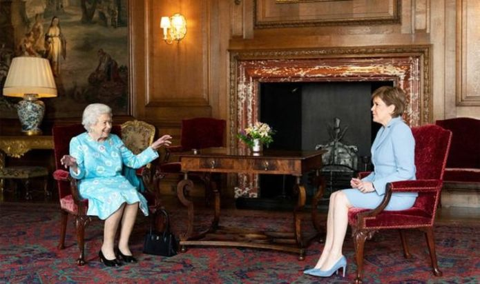 Nicola Sturgeon 'rigid and tense' in meeting with Queen, body language shows