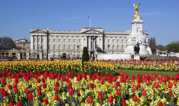 Buckingham Palace and Queen Victoria Statue