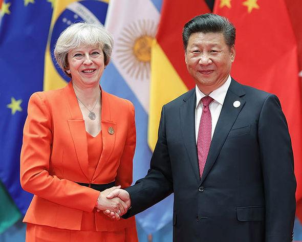 Theresa May and President Xi Jinping shake hands