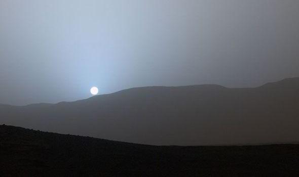 Una impresionante puesta de sol azul en Marte lanzado por la NASA el año pasado