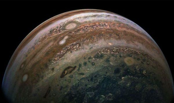 NASA captures stunning image of equator of Jupiter - and it