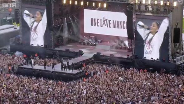 Crowd singing with Ariana