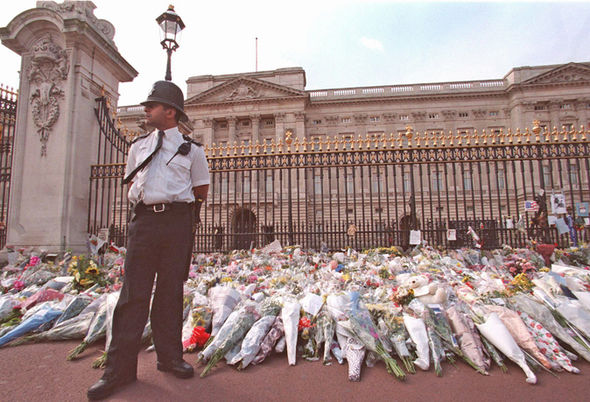 Mourners left flowers and tributes to Princess Diana outside Buckingham Palace