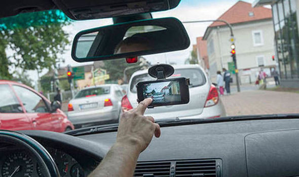 dash-cam-car-insurance-premium-price-UK-945477.jpg (590×350)