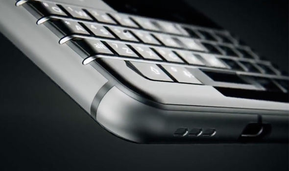 The space bar in the QWERTY keyboard doubles-up as a fingerprint scanner