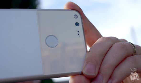 Google Pixel packs an extremely impressive rear camera