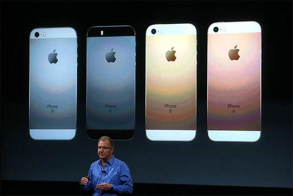 Apple presents coloured iPhones