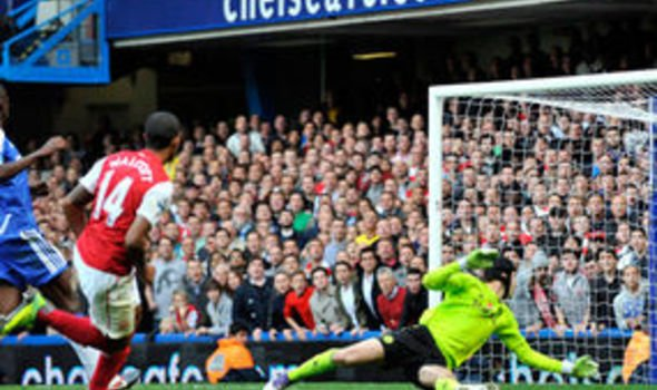 Theo Walcott fires Arsenal into a 3 2 lead against Chelsea