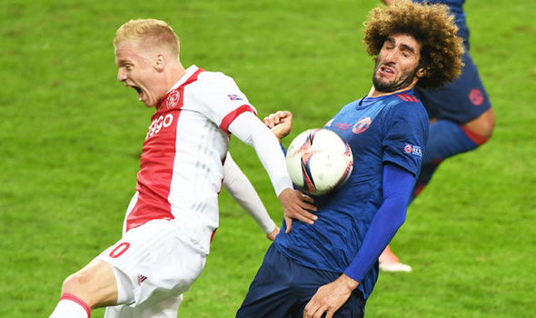 Marouane Fellaini in Europa League final action for Manchester United